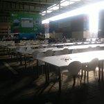 Campus Party Europe - Mesas de trabajo vacías a primeras horas de la mañana