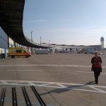 Campus Party Europe - Panorámica de la zona de entrada a los hangares del Aeropuerto de Tempelhof