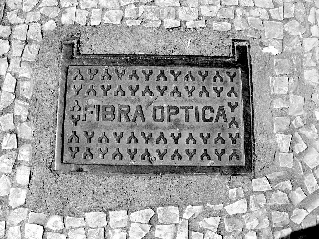 Fibra óptica: la historia de sus orígenes