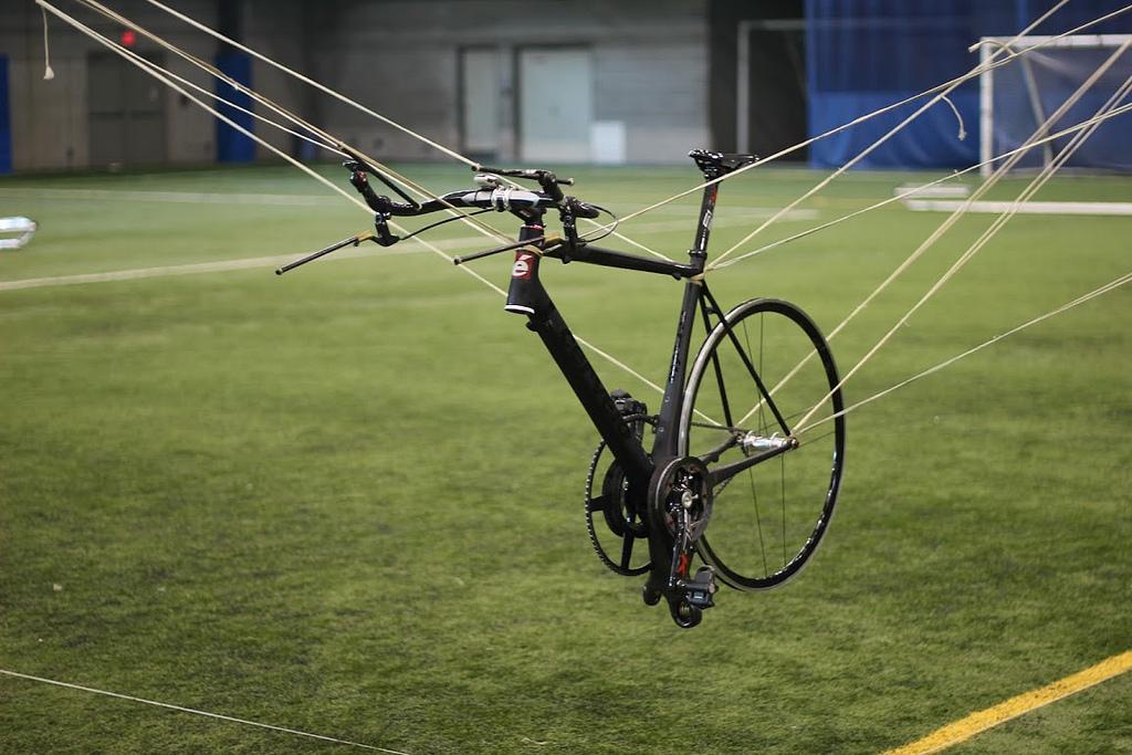 """Una startup financiada en kickstarter supera el reto Sikorsky del """"helicóptero humano"""""""