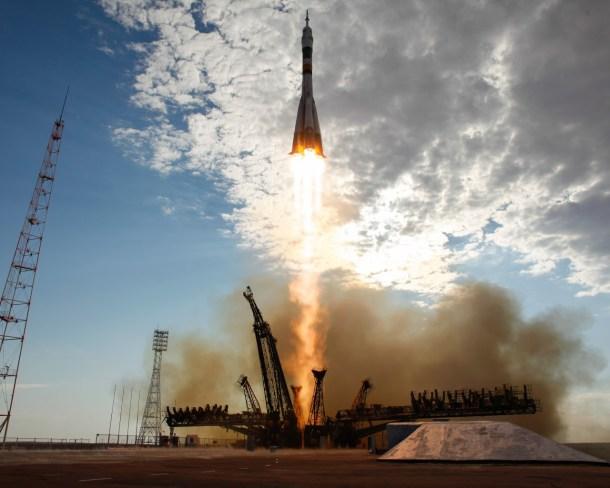 rockets_spaceships_soyuz_baikonur_roskosmos_lift_off_1280x1024_28368