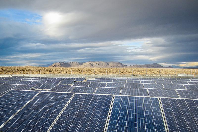 Energía solar híbrida que funciona las 24 horas del día