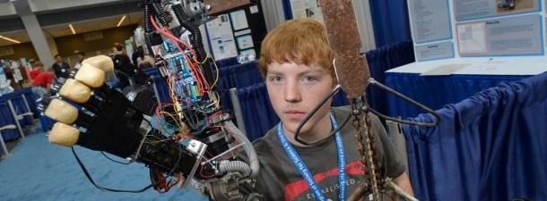 Adolescente fabrica prótesis robótica de bajo coste gracias a la impresión 3D