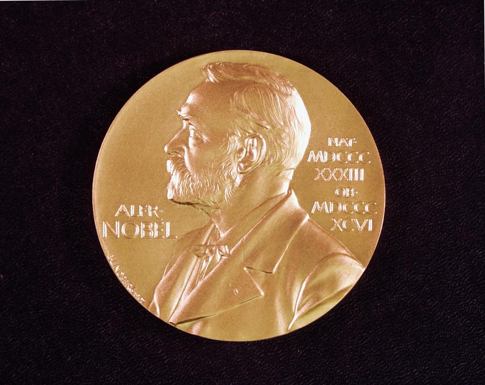 La curiosa historia de Peter Higgs, el científico rechazado que ganó un Nobel de Física