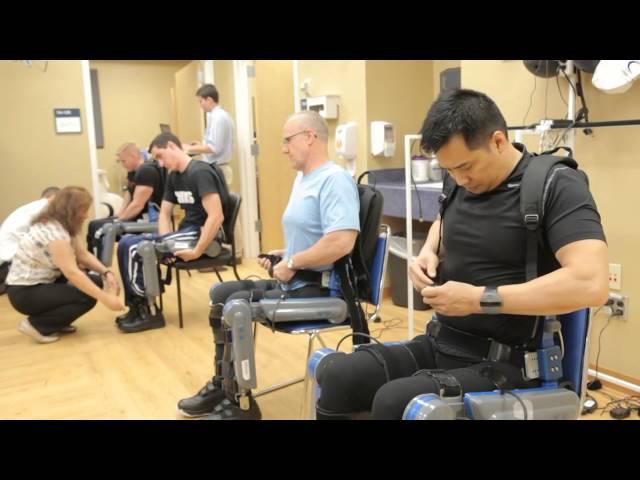 Un traje biónico permite volver a caminar tras lesiones medulares