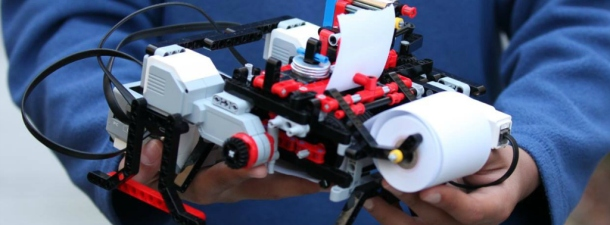 A 12-year-old builds a braille printer with Lego pieces