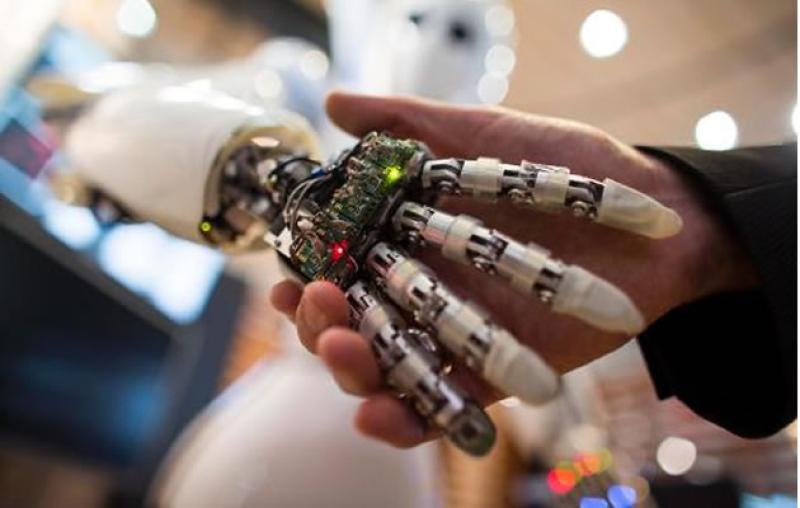 Crean el primer brazo biónico con sentido del tacto