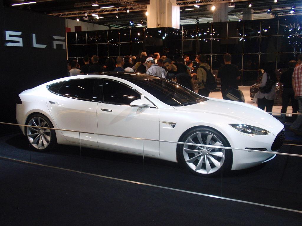 Ahora puedes arrancar tu Tesla Model S… ¡desde tu smartphone!