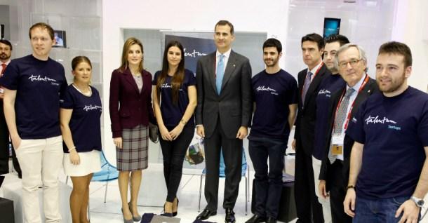 Los Príncipes y el ministo Soria con los Talentum StartUps en MWC - REC