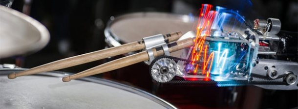 'Cyborg baterista' gracias a un brazo robótico