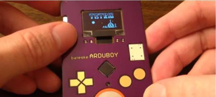 Arduboy, una tarjeta de visita que permite jugar al Tetris