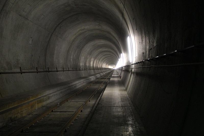 Escarbando las entrañas de los Alpes: así es el túnel más largo del mundo