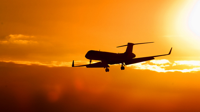 Surf the web while you fly: high-speed connection on flights