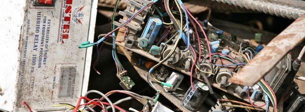 Cómo aliviar el impacto global de la basura electrónica, en Togo tienen la solución