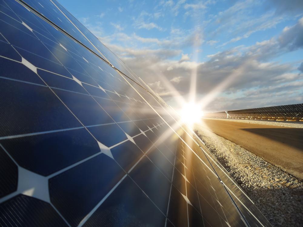 La unión de perovskita y puntos cuánticos da esperanza a paneles solares y al LED