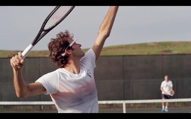 Roger Federer en un partido con sus Google Glass