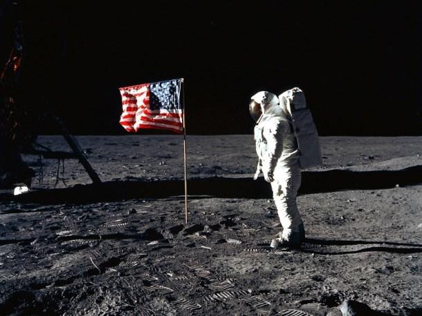 flag-moon-apollo-11
