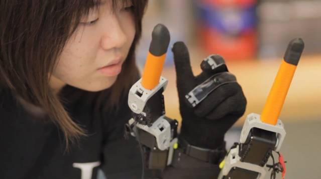 El MIT añade dos dedos robóticos a una mano