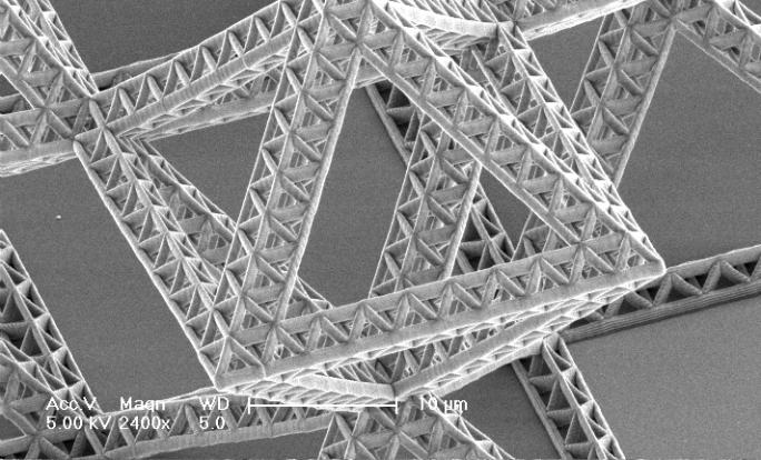 Descubren nanoestructuras cerámicas ultrafuertes y ligeras