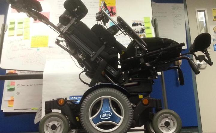Stephen Hawking e Intel han creado una silla de ruedas conectada