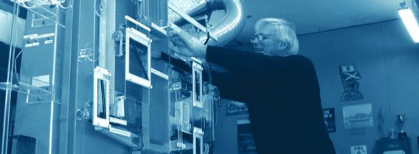 Un ordenador hidráulico, la bola de cristal de la economía a mediados del siglo pasado