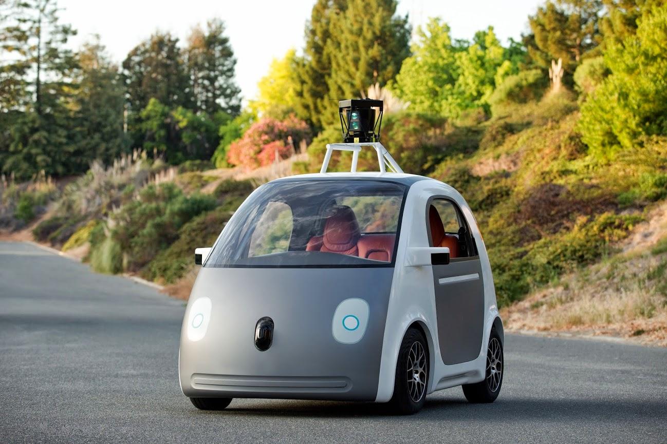 ¿Deberían llevar volante y pedales los coches autónomos?