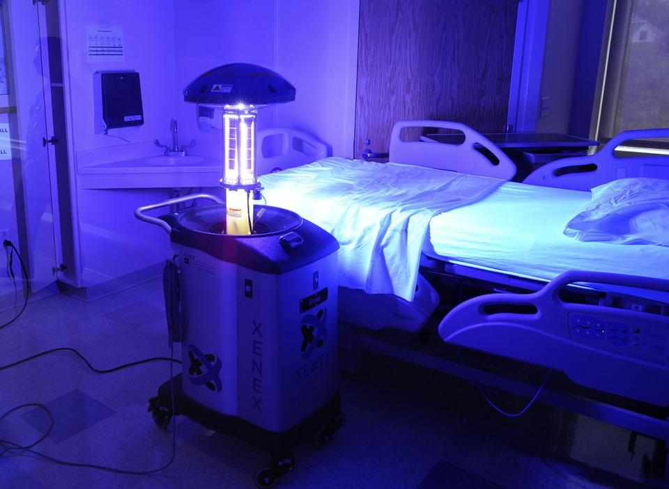 Little Moe, el robot que elimina el virus del ébola de cualquier habitación en tan solo 2 minutos
