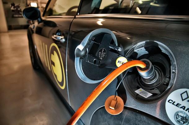 Farolas sirvan para cargar coches eléctricos