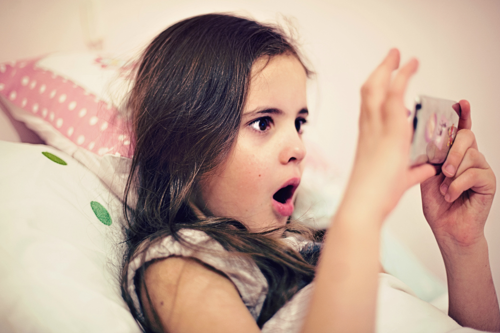 Stop Phubbing: conviértete en ejemplo de uso responsable del móvil para tus hijos