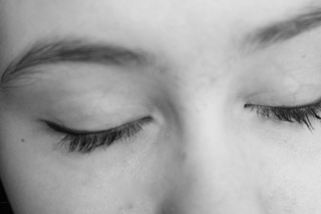 ¿Por qué vemos colores cuando cerramos los ojos?