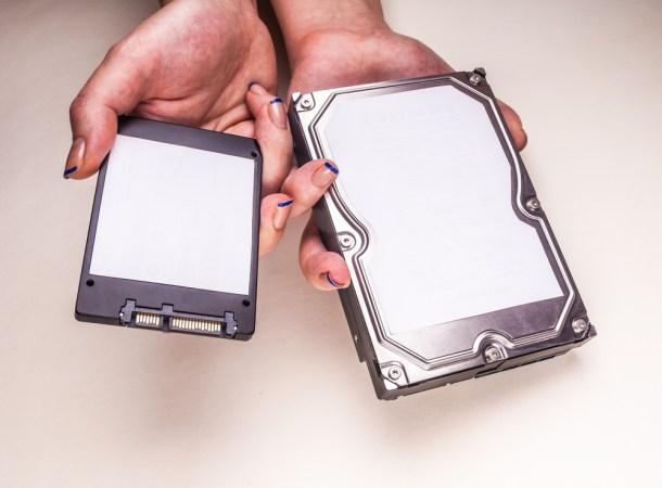 Izquierda SSD, derecha Disco Duro. / Shutterstock