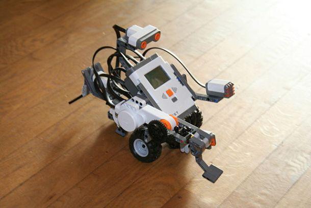 Lego_Mindstorms_Nxt-FLL-Wikipedia