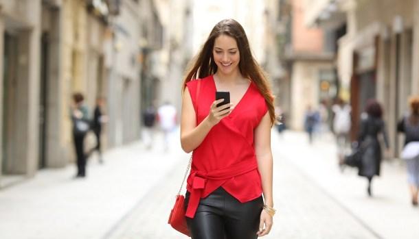 escribir por el móvil mientras andas