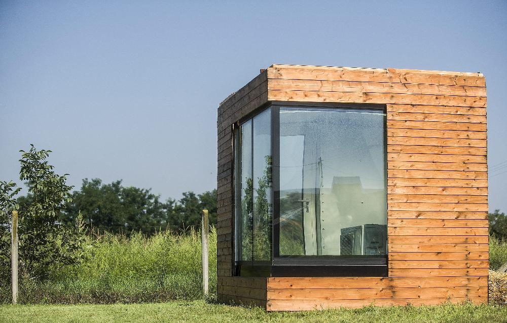 Una casa con paredes de agua para mejorar la eficiencia energética
