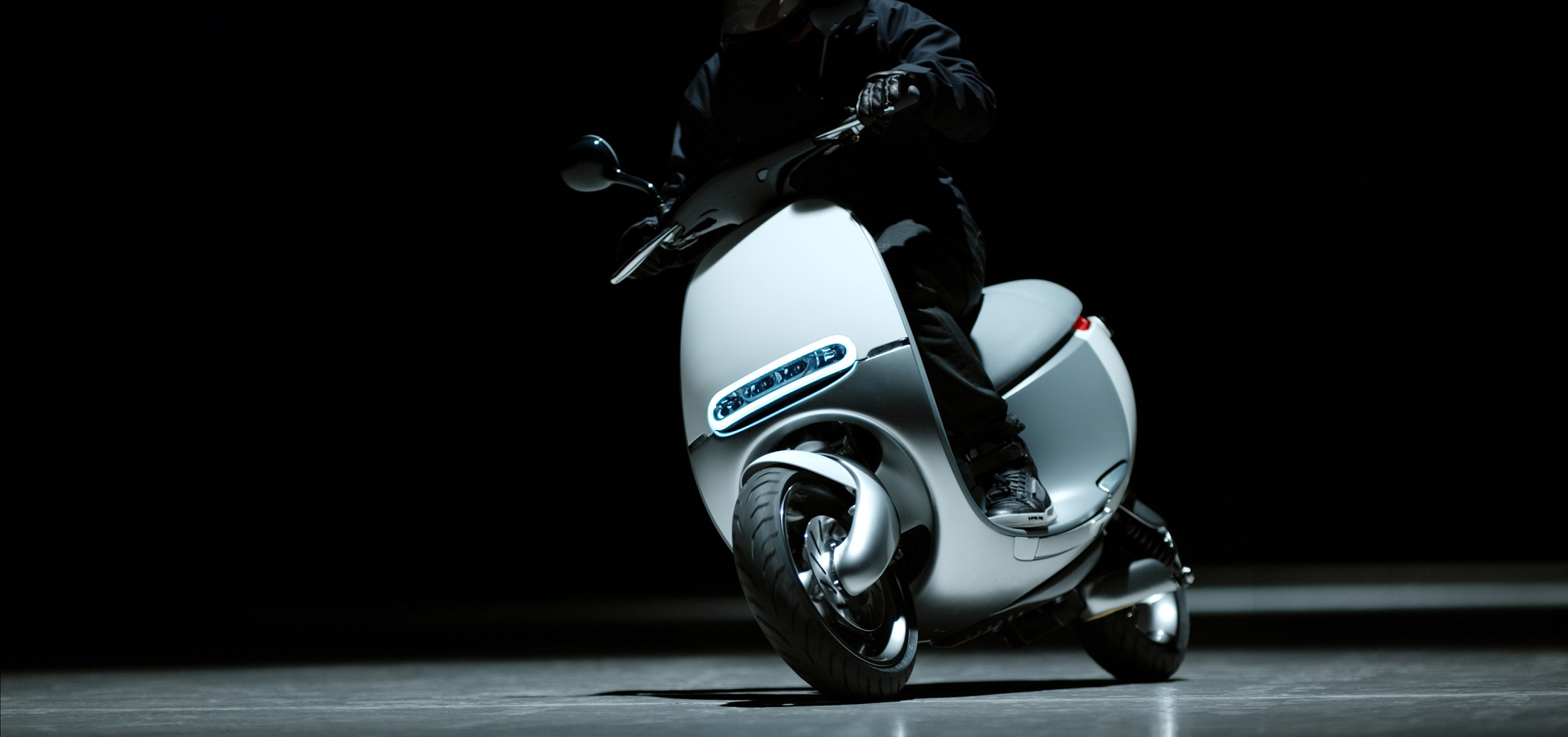 Esta scooter eléctrica reposta cambiando su batería