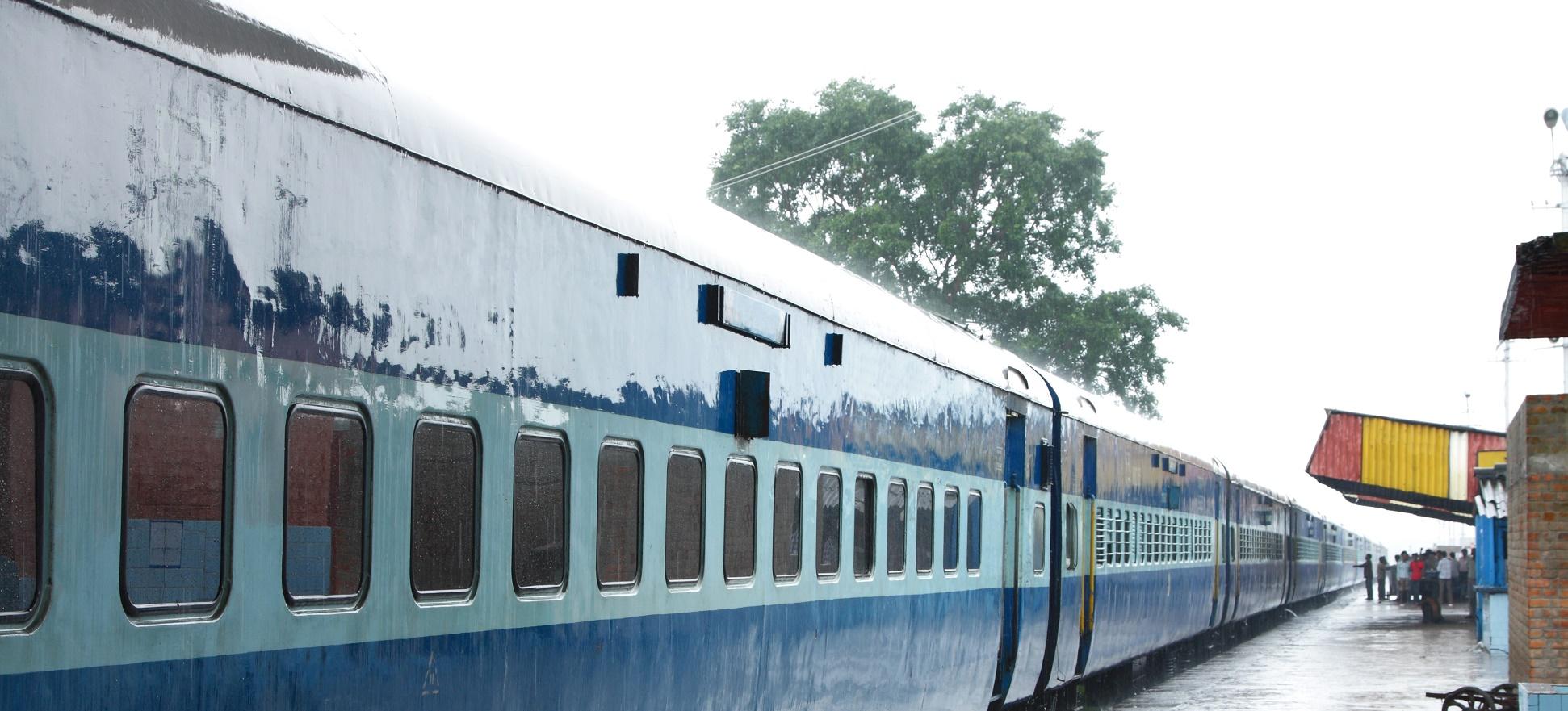 Paneles solares en el techo de los trenes: a prueba en India