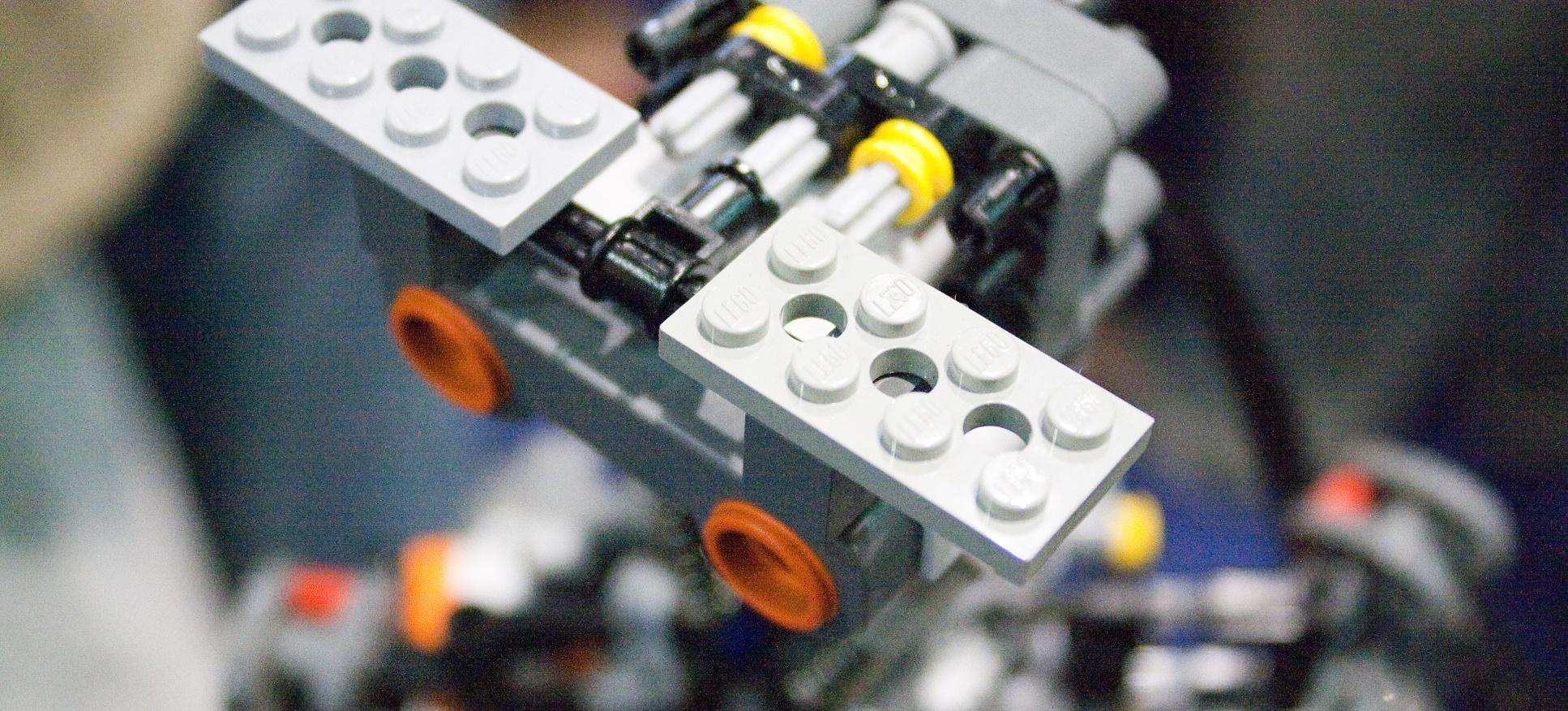 Los niños pueden programar este brazo artificial de Lego