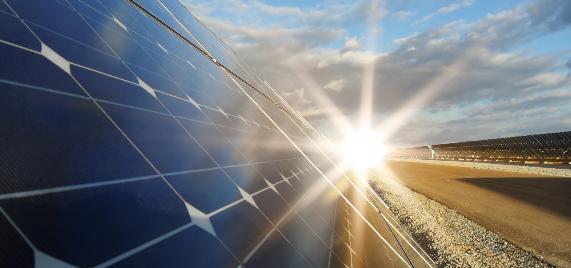 India construye canales solares que ahorran agua y generan energía