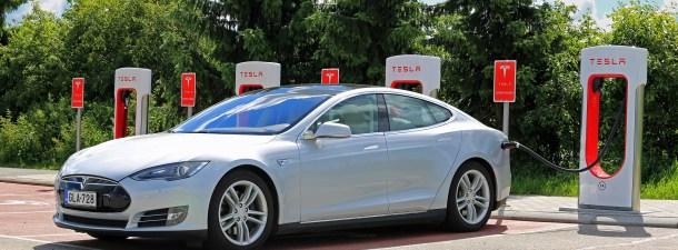 Logran que un Tesla Model S haga 728 km sin recargar