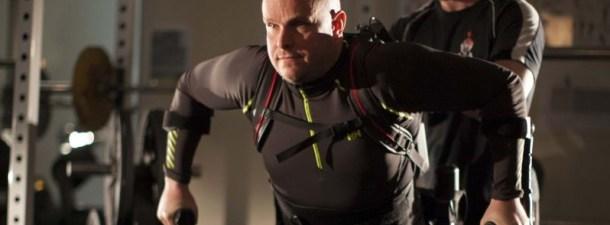 Un hombre paralítico mueve sus piernas gracias a este exoesqueleto