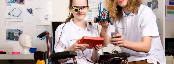 Dos adolescentes diseñan a bajo coste la silla de ruedas del futuro