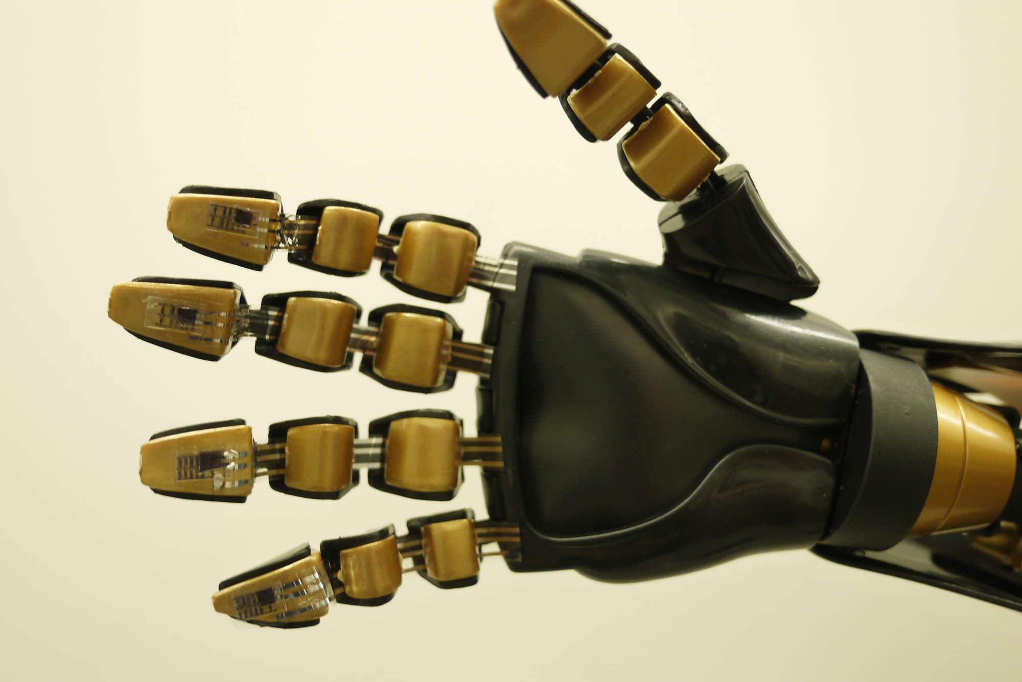 """Crean una """"piel"""" artificial que permite recuperar el sentido del tacto"""