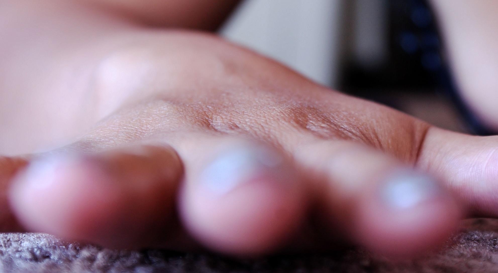 Esta nueva piel artificial siente la presión, el calor y el sonido