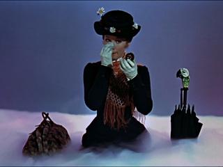 Mary Poppins sentada nube