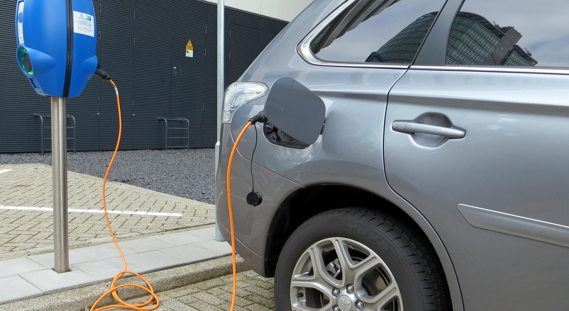 Las ventas de coches eléctricos suben un 49% en Europa