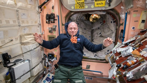 150424125518-01-year-in-space-0424-super-169