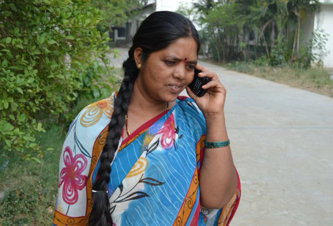 Cómo una tarjeta SIM hace a los agricultores indios más eficientes