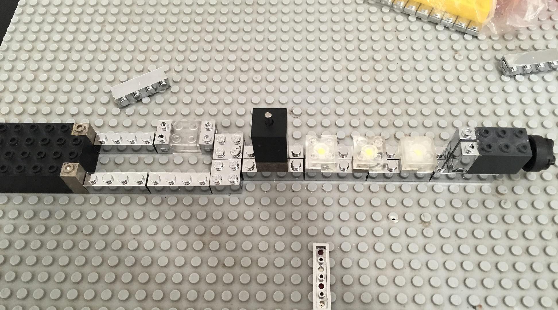 Brixo o cómo crear con piezas tipo Lego circuitos electrónicos sin cables