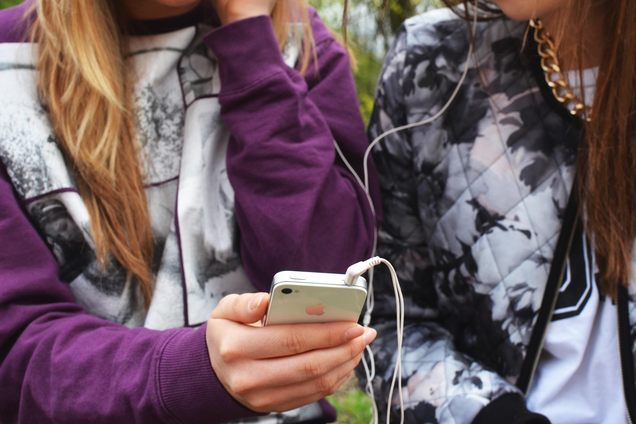 Cargar tu teléfono móvil mediante rayos láser ya es posible