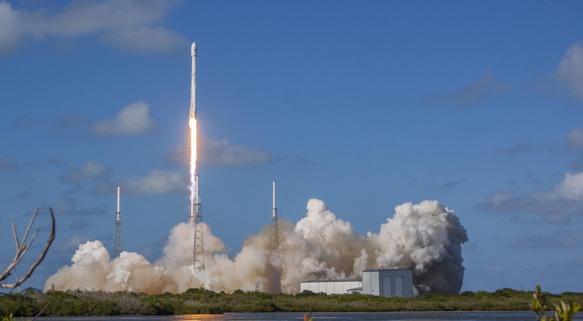 SpaceX supera su último reto y mira hacia su financiación